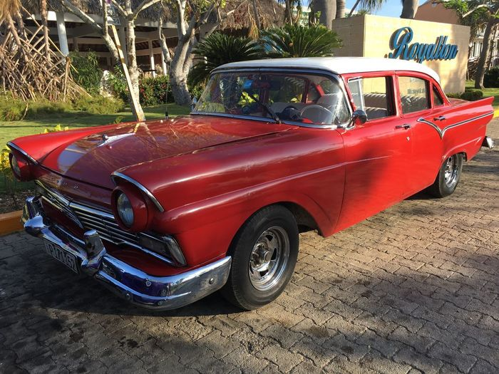 Oldtimer 🇨🇺 Auf Kuba Red Transportation Mode Of Transport Car Land Vehicle Day No People Snapshot 😃 Nice View Beliebte Fotos Nice Day For You All 💁✌️ Holiday 🌞 Focus On Foreground IPhone Photography Second Acts Postcode Postcards