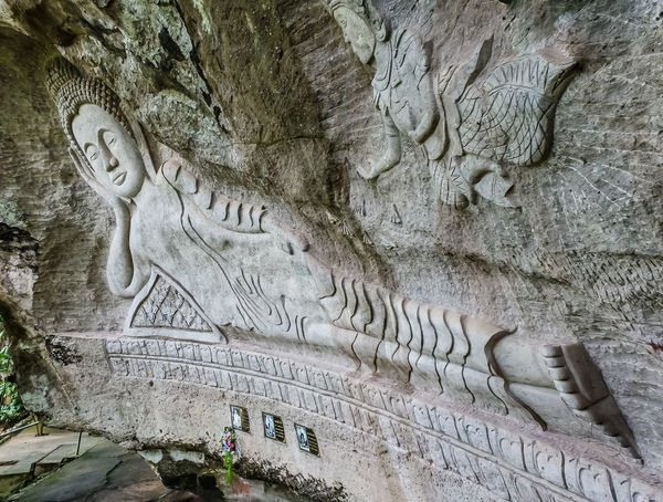 Mural paintings พระพุทธรูปปางไสยาสน์แกะสลักบนผาหิน Gorgeous History Marvelous Mural Paintings Temple Temple In Thailand Templephotography