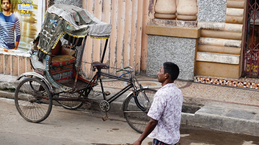 Indian Street Photography Nwin Photography Sony A6000 Indian Street Photography Streetphotography Street Photography EyeEm Selects Bicycle Real People One Person Mode Of Transport Outdoors Architecture Day Men One Man Only Adult People Only Men Adults Only