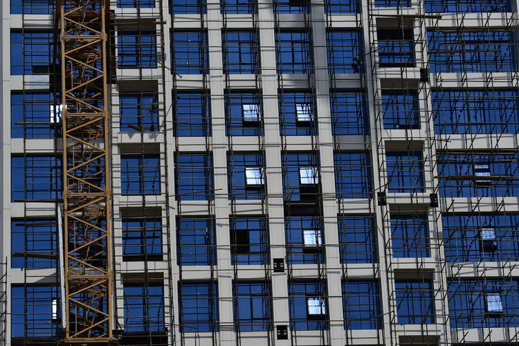 Building construction in Riyadh Architecture Architecture_collection EyeEmNewHere Riyadh Riyadh KSA Riyadh City Riyadh Saudi Arabia Scaffolding Architectural Column Architecture Backgrounds Building Building Exterior Buildings Built Structure City Construction Industry Day Full Frame Glass - Material Low Angle View Modern No People Outdoors Riyadh, Riyadhphotographer Scaffold Scaffolding Netting Ladders Walkways Pattern Geometric Scaffolding, Outside, Architecture, Scaffoldings Scafolding Window