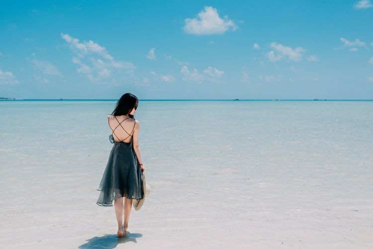 Semporna 男仔很忙 NikonD810 Sunlight Sea One Person Beach Water Sky Land Horizon Over Water Full Length Cloud - Sky Horizon Standing Beauty In Nature Nature Holiday Vacations Rear View Women Young Adult Sand Hair