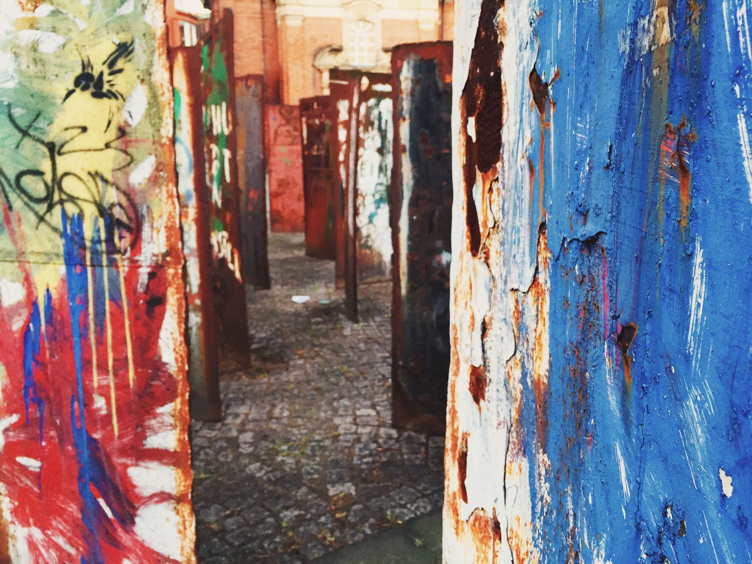 built structure, architecture, graffiti, building exterior, weathered, wall - building feature, damaged, old, deterioration, run-down, abandoned, obsolete, wall, house, bad condition, messy, peeling off, building, day, outdoors