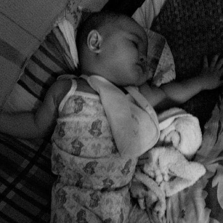 After pagalitan natulog mag isa haha napaka bait talaga ng princess on her aged nakaka intindi na talaga. Verysmart Blessedbaby HappyMamy Sleepybaby ?