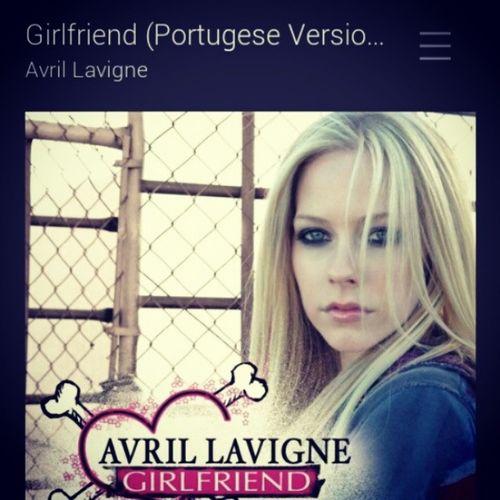 """Rindo um pouco... Talvez muito """" Não gousto dã sua namoralda """" kkkk ai man Avril PortugueseVersion Mdds"""
