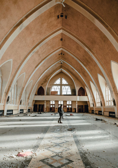 Église Trois-Fleuves Abandoned Places Architecture Church Exploring Abandonned Abandonned Building Architecture Church Architecture Churches Indoors  Urbex Urbexexplorer Urbexphotography Windows