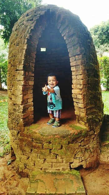 Joãozinho de barro Maua Child Children Only Full Length Outdoors Nature Communication One Person People Rural Scene Childhood Day Adult The Great Outdoors - 2017 EyeEm Awards