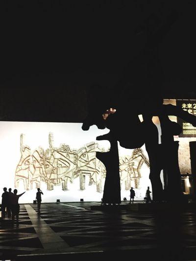 一種超現實感,巨人 Landscape Travel EyeEm - Taiwan EyeEm Taiwan The View And The Spirit Of Taiwan 台灣景 台灣情 Silhouette Group Of People Architecture Representation Real People Lifestyles Creativity Sky People Art And Craft Medium Group Of People Group Night