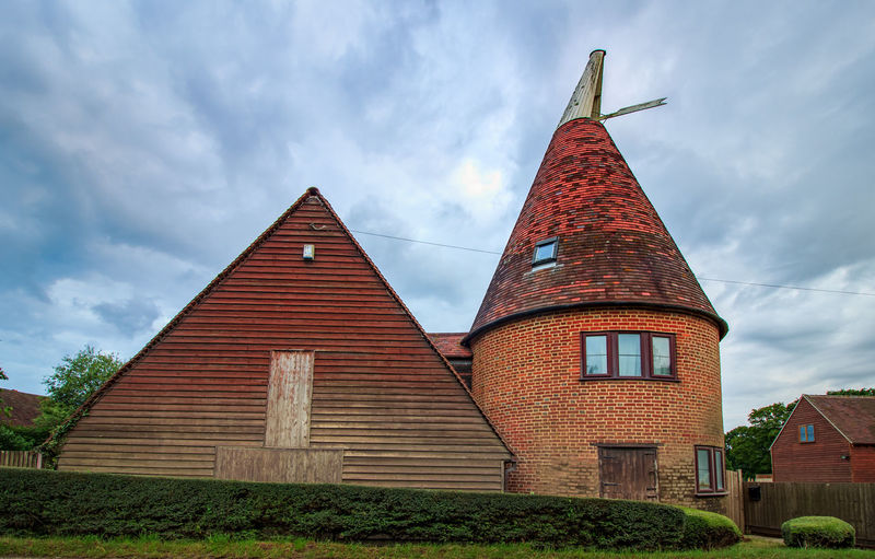 Oast House,Garden of England, Kent, England. Plant Nature No People Built Structure Architecture Building Exterior Outdoors Building Hops Beer Brewing Travel Destinations Tourism Caravan Rural Scene Countryside EyeEm Gallery Vivid International Getty Images Architecture Iconic Buildings Sky Cloud - Sky Day Low Angle View Place Of Worship Tower Belief Religion Spirituality History Spire