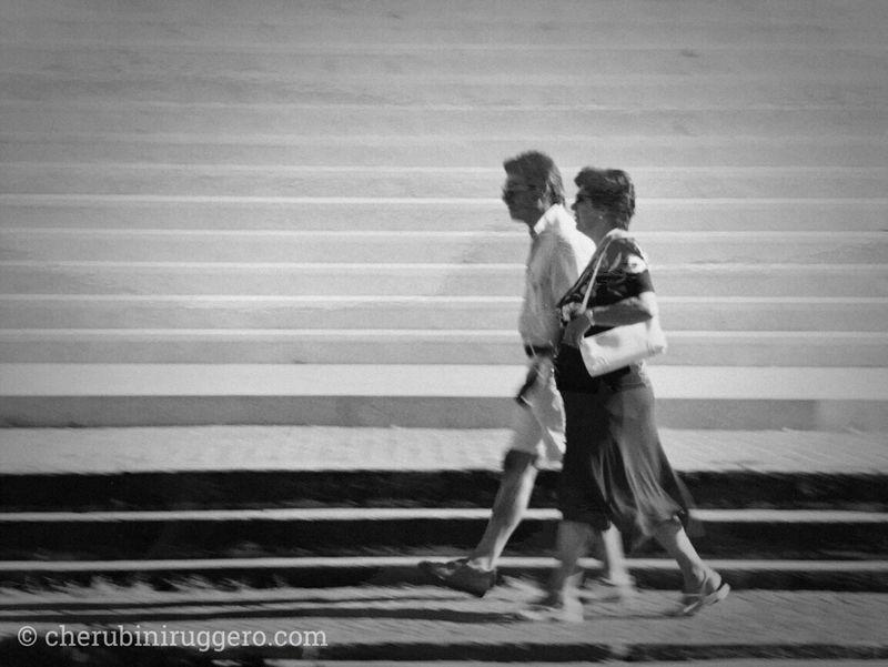 Guarda fuori. Streetphotography Street Photography Monselice Blackandwhite Black & White Cherubini Ruggero Instapadova Igerspadova Igerspadua Ig_padua