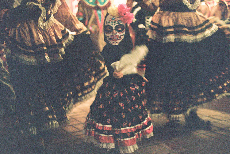 Day of the Dead parade in Los Angeles (Olvera Street) 2017 35mm Film Celebration Dancing Day Of The Dead Dia De Los Muertos Film Los Angeles, California Los Ángeles October Olvera Street Skeleton Colorful Costume Editorial  Mexican Parade