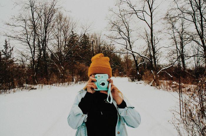 // Making Memories // Retro Vintage Girl Blonde Yellow Hat Denim Polaroid Winter Snow Camera Instax Hiking Camping Wilderness Outdoors