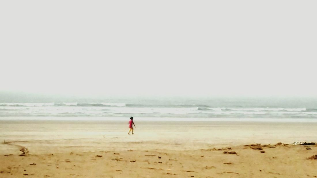 Beach Kid Walktoremember Freebird Seashore Sommergefühle EyeEm Selects Lost In The Landscape