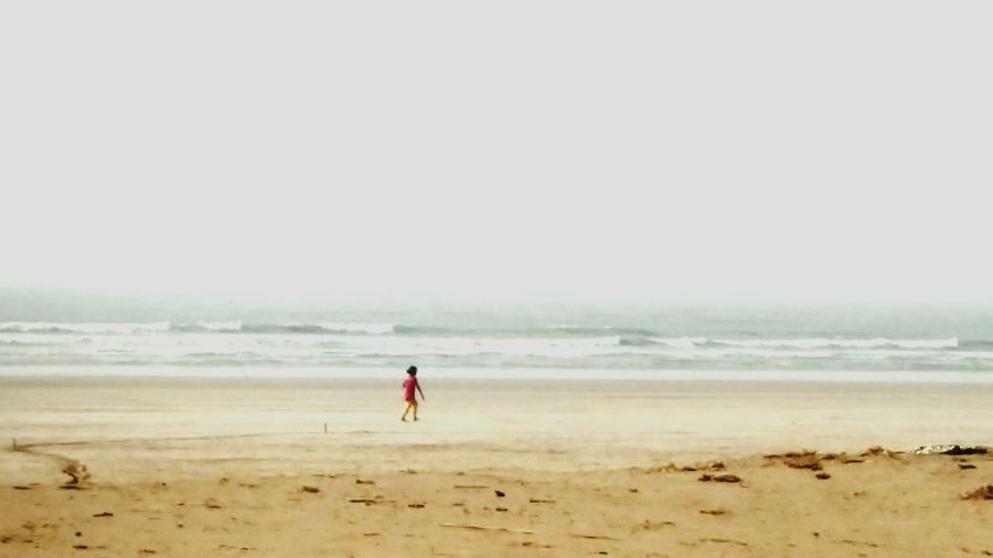 Beach Kid Walktoremember Freebird Seashore Sommergefühle EyeEm Selects Lost In The Landscape