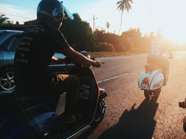 ride and fun Piaggio Friendship Friends Ride Px200 Vespa Transportation Sunlight Real People Land Vehicle Nature Mode Of Transportation Lifestyles Street Men Riding Road Sky Shadow People Leisure Activity Sitting