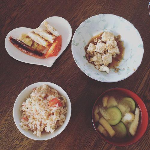 ウィンナー卵 豆腐の油淋鶏 トマトとえのきとベーコンの炊き込みご飯 ズッキーニ油揚げの味噌汁 Peromeshi First Eyeem Photo