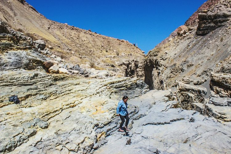 Walking in Cotahuasi Canyon EyeEmNewHere Self Portrait Peru Travel Canyon Walking EyeEm Selects One Man Only Adventure Mountain One Person Rock - Object Landscape Nature Scenics Day Outdoors People Sky Real People Clear Sky Rocky Mountains Beauty In Nature An Eye For Travel Go Higher
