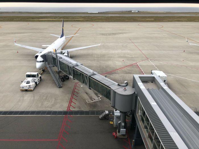 神戸 -> 東京 #スカイマーク #SKYMARK Skymark Airlines Skymark Kobeairport Kobe Transportation Air Vehicle Airport Airplane Airport Runway High Angle View Mode Of Transportation