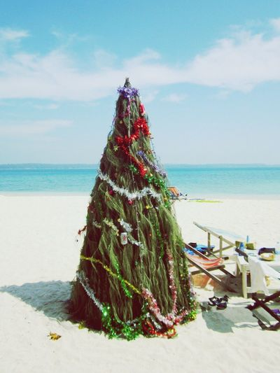 Christmas Around The World found this Christmas Tree on the beach. 😉 Check This Out Christmas Tree On The Beach Thailand