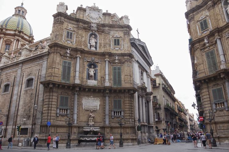 Italy, Sicily, Palermo, Old town (Quattro Canti, or piazza Villena). Palermo (Sicily), Italy. April 24, 2018. Quattro Canti: fficially known as Piazza Vigliena, is a Baroque square in Palermo, Sicily, Southern Italy. It was laid out on the orders of the Viceroys between 1608-1620 at the crossing of the two principal streets in Palermo, the Via Maqueda and the Corso Vittorio Emanuele. The piazza is octagonal. Palermo Sicilia Architecture Building Building Exterior Built Structure City Clear Sky Crowd Day Group Of People History Incidental People Large Group Of People Nature Outdoors Quattro Canti Sky Street The Past Transportation Travel Destinations Window