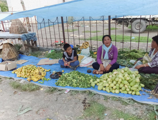 Bhutan Bhutanese Buisiness Trip Buisness Buisness Trip Buissnes  Day Fruit Fruit Market Fruit Photography Fruits Fruits And Vegetables Fruits ♡ Girl Girls Market Market Place Market Stall Marketplace Markets Outdoors Vegetable Vegetables Woman Women