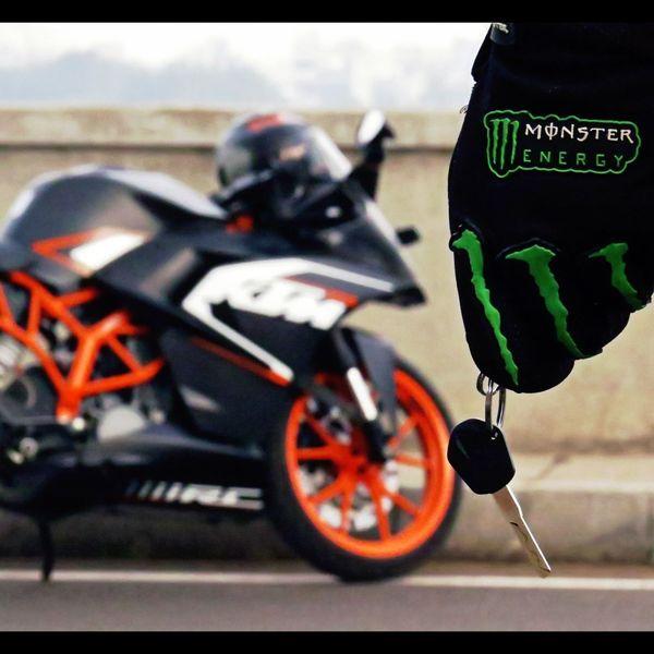 Love for bikes ❤️ Motorcycle Sports Race Motorsport Day Outdoors Bike Ride Bike Ktm KTMRacing Ktmrc200 Readytorace DSLR EyeEm Best Shots