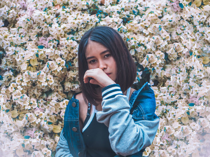 hello Warm Clothing Flower Portrait Young Women Beautiful Woman Winter Looking At Camera Beauty Autumn Headshot Blooming In Bloom Fragility Pollen Flower Head Confetti Scarf Petal