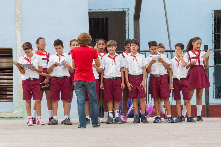 Communication Cute Day Havana Large Group Of People Pioneers School Singing Socialism Tropico гавана занятие куба пионеры тропики храм Школа школа✌