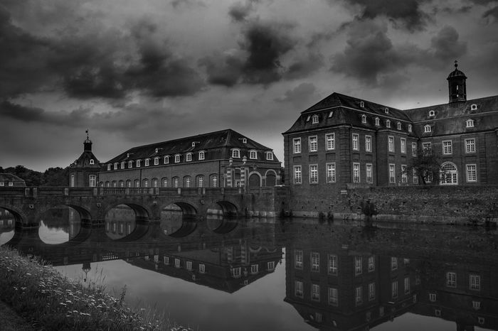 Architecture Reflection Water Politics And Government Sky No People City Building Exterior Outdoors Night Cityscape History Through The Lens  Detail Black And White Collection  Blackandwhite Photography Black And White Collection  Black & White Light And Shadow Black And White Collection  Historic Buildings  My Unique Style Everything In Its Place Breathing Space Calmness Romantic Scenery