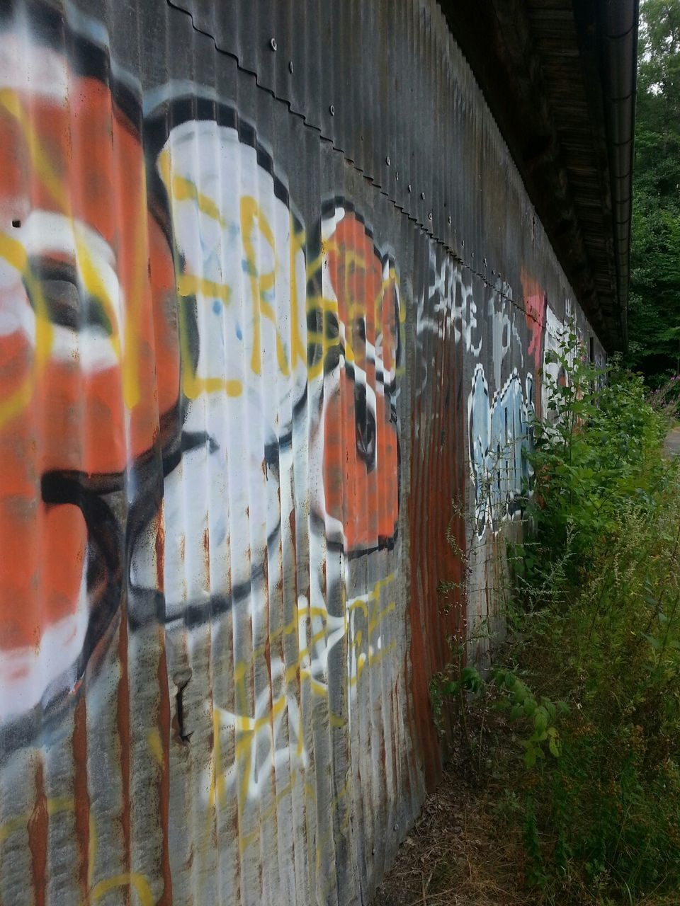 graffiti, built structure, architecture, text, building exterior, no people, outdoors, day, city