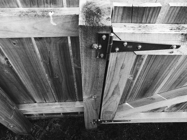 Enclosure in monochromatic / Cerco en monocromatico. Enclosure Monochromatic Black And White High Angle View Metal Wood Security Day No People Outdoors Hardness Building Exterior Built Structure Cerco Monocromatico Blanco Y Negro Angulo Alto Acero Madera Seguridad Black And White Friday The Graphic City Visual Creativity