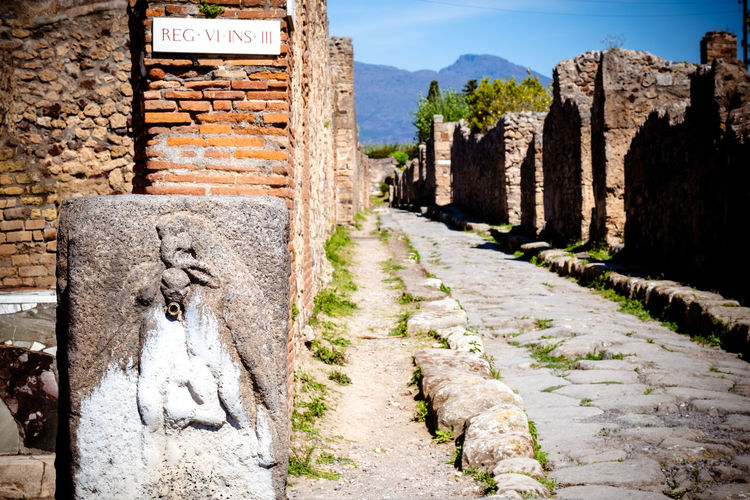 The roman city of pompeii was buried by the eruption in 79 ad of mount vesuvius