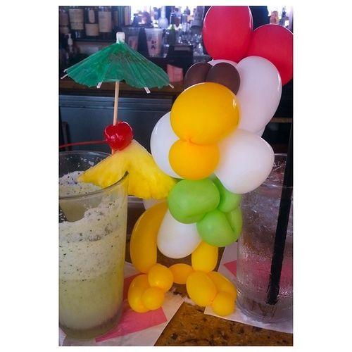 Rooster on the Loose. Royalhawaiianhotel Hawaii Gintonic Greenchichi thingsilove balloons