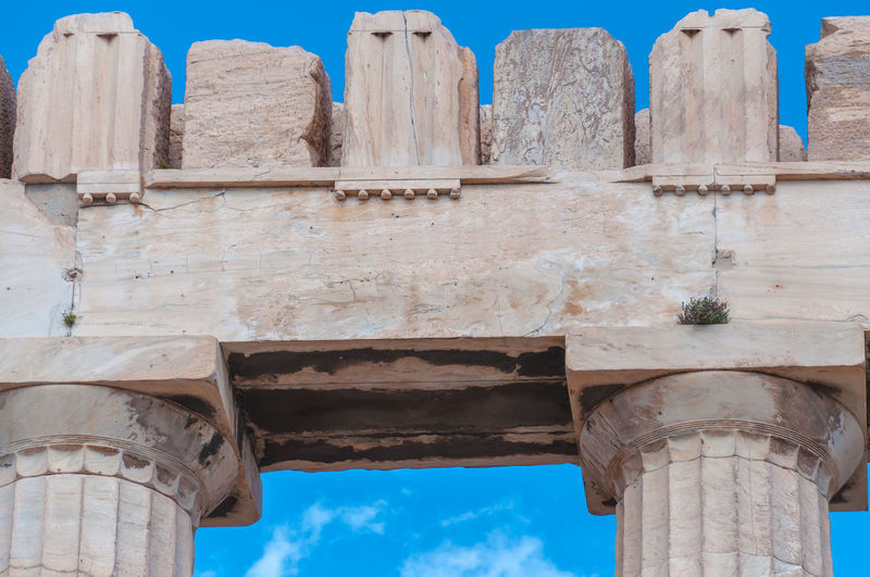 Particular of doric columns and marbles of the parthenon in the acropolis, athens, greece