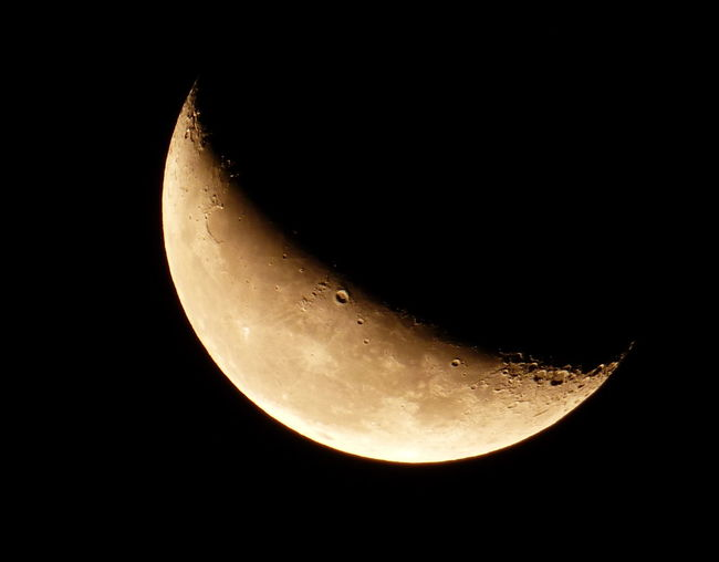 Astronomy Beauty In Nature Black Background Close-up Dark Discovery Exploration Glowing Half Moon Illuminated Majestic Moon Moon Surface Natural Phenomenon Night No People Planetary Moon Scenics Sky Space Space Exploration Sphere The Waning Moon At This Time 25/09/2016 Tranquil Scene Tranquility