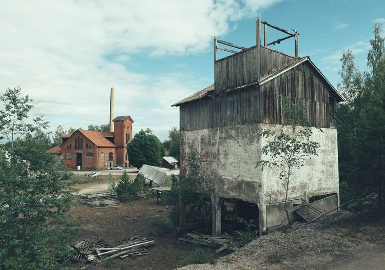 Niklas Storm Juni 2018 Tree Sky Architecture Building Exterior Built Structure Cloud - Sky Run-down Bad Condition Damaged Abandoned Rusty Weathered Ruined Junkyard Civilization Broken The Architect - 2018 EyeEm Awards My Best Photo The Architect - 2019 EyeEm Awards