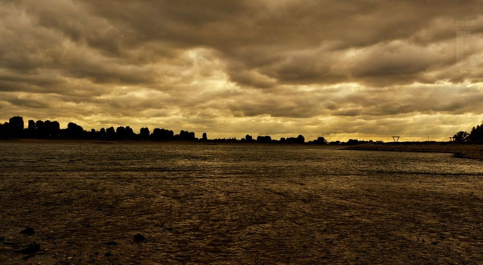 Reihn Scenics Cloud Water Tranquil Scene Cloud - Sky Cloudy Waterfront Nature Skyline Silhouette Clouds And Sky Sky Storm Cloud Day Reflection Reflexions Showcase Oktober 2016 Nikon D5200 Cloudscape Light And Shadow Outdoors