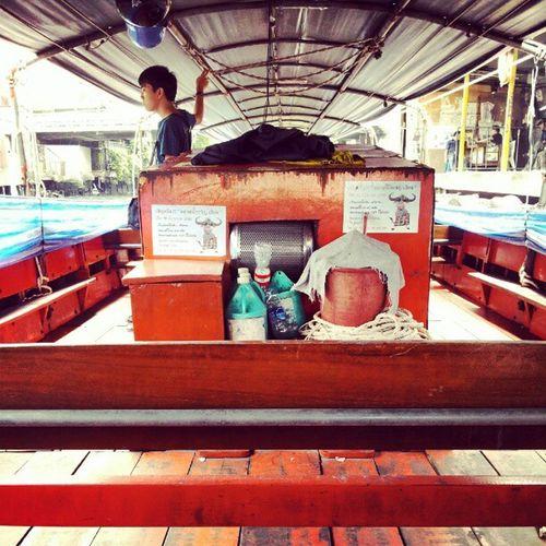 ต่อด้วยนั่งเรือไปเดอะมอลบางกะปีคลองแสนแสบ เสียงเรือที่ดังที่สุดในโลก นั่งจนตัวสั่น กลิ่นของคลองช่างอบอวน