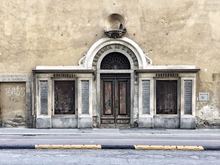 Doctor  Spices Medicine Preparation  Chemistry Architecture Marble Door Abandoned Shop Perfume Medicine Medicinal Plant Tuscany Florence Old Farmhouse Farmacy Architecture Built Structure Building Exterior Outdoors Day Façade No People Road