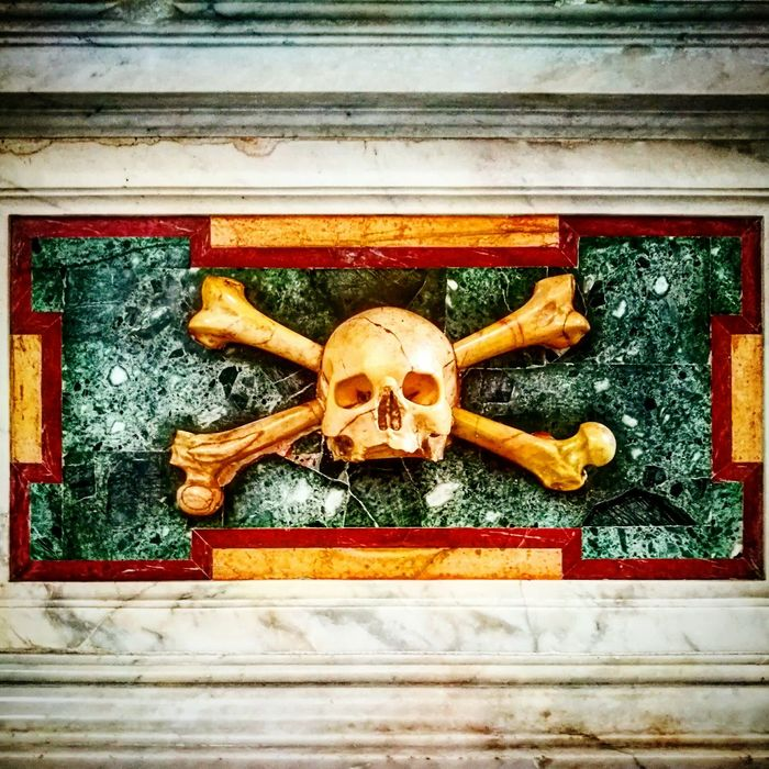 Pirates In Rome Tombstone Lapide Particolare D.O.M. Skull Teschio  Particular Pirati A Roma Jolly Roger First Eyeem Photo