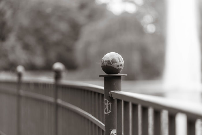 Geländer im Park Stadt Black And White Day Focus On Foreground Geländer No People Outdoors Park Railing
