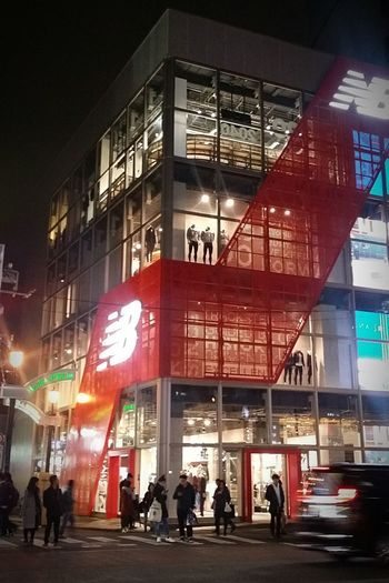 Building Architecture New Balance Silhouettes Windows Window Display Mannequins Night Shot Streetphotography Japanstreetphotography Tokyostreetphotography Tokyoarchitecture Tokyo Japan Winter 2016 JapanDec2016 TokyoDec2016