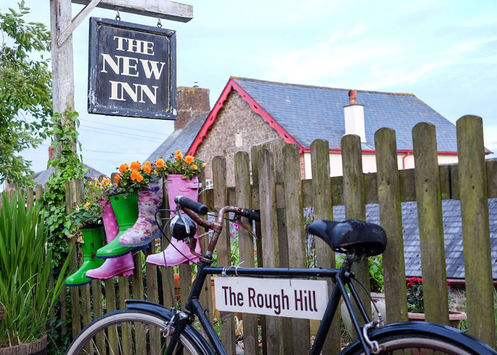 Great pub tonight Bicycle Text Cycling Transportation Outdoors Communication Road Sign Architecture Placard Flower Travel Destinations Pub Bar Restaurant Wellies  Sign