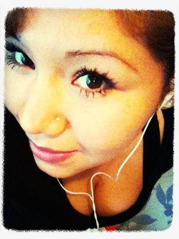 Escuchando unas rolitas:) ya k no ay nada k aser :)
