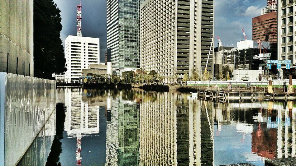 最後に、大手門を出た所から見た御濠。初めての皇居内楽しかったです♪ Urban Landscape Buildings Water Reflections EyeEm Best Edits