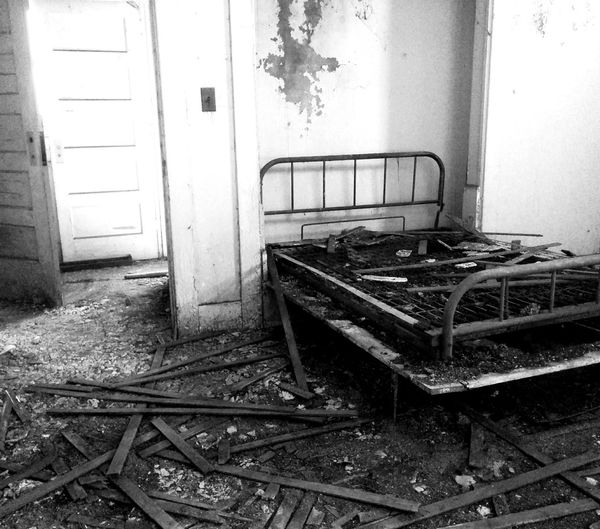 Urbexphotography Urbex Urbexexplorer Abandoned Buildings Abandoned & Derelict Abandoned_junkies Forgotten Places  Bed Bed Springs Bedroom Doors Black And White Collection  Black And White Photography Playing With The Light