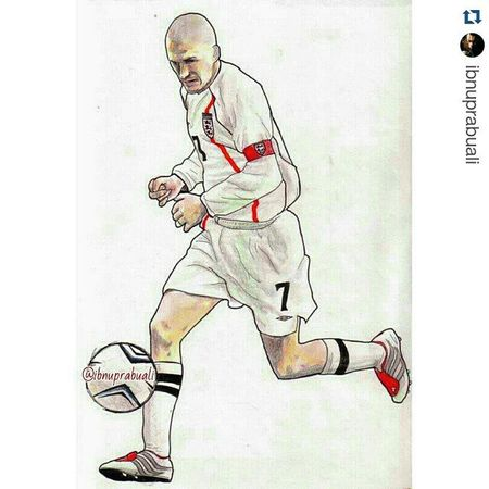 Repost @ibnuprabuali with @repostapp ・・・ Art Illustration Drawing Draw Picture Photography Artist Sketch Sketchbook Paper Pen Pencil Artsy Instaart Gallery Masterpiece Creative Instaartist Graphic Graphics Artoftheday Db7 Becks Beckham davidbeckham england midfielder legend