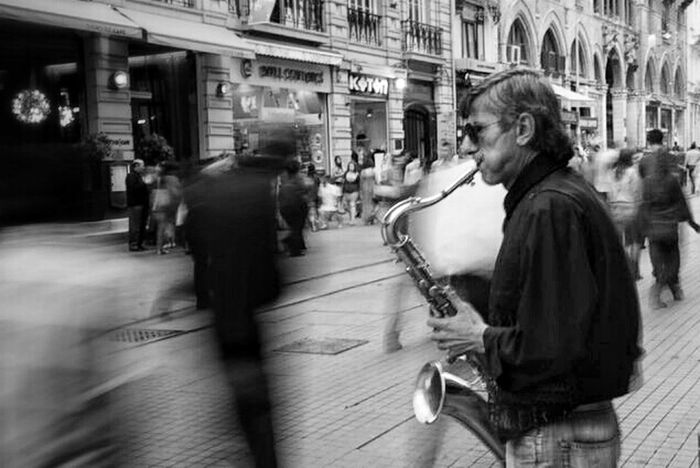 Streetphotography Blackandwhite Playing Street Life Istanbul Streetphoto_bw Baw Istiklal Caddesi Bw_collection