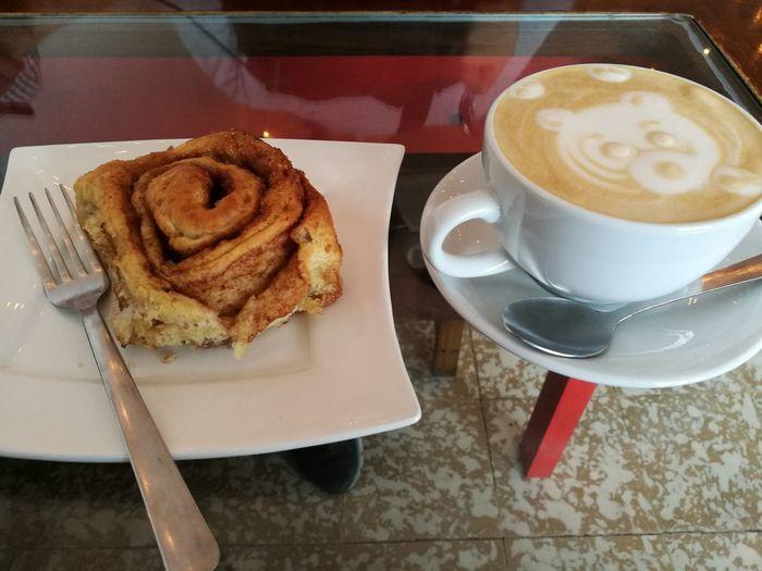Cafecito con rollito de canela no tiene palabras... simplemente ame el osito!!! Cute Coffe Walking Around Coffee - Drink Food And Drink Cappuccino Costa Rica 🇨🇷