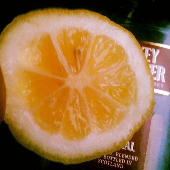 Lemon так и едем вчетвером:я, лимон нарезанный хачем на 3 части, хенки и рюкзак. Хенки надолго не хватит. бухло
