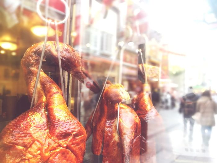 鏡越しの北京ダック Chinese Food Chinese New Year New Year Happy New Year Beijing Duck Chicken - Bird Meat! Meat! Meat! Street Streetphotography Chinese Style Chinese Street Chinese Street Photography Mirror Mirror Reflection Mirrored Reflection City Cold Temperature Healthy Lifestyle Winter Close-up Food And Drink Window Display Retail Display